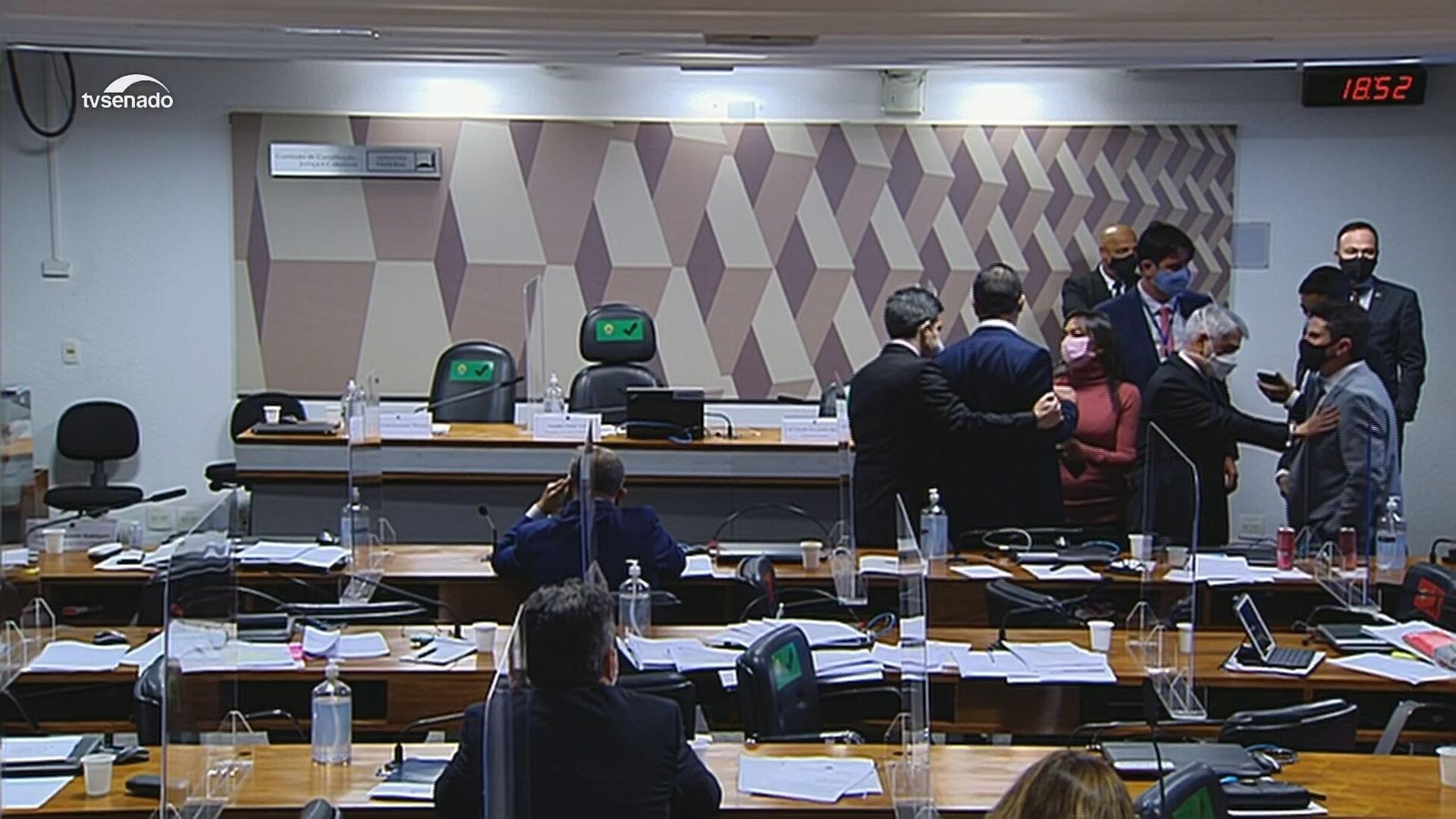Desentendimento do deputado Luis Miranda e do senador Marcos do Val