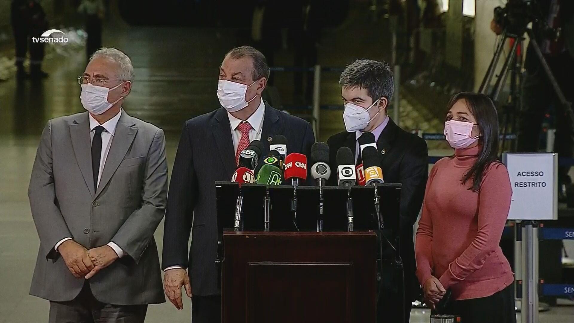 Senadores em coletiva de imprensa após sessão da CPI da Pandemia