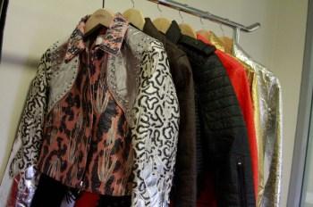 Produção em massa de tecidos causa danos ambientais ao planeta; estudo aponta que pessoas têm tendência a descartar mais rápido vestuário barato