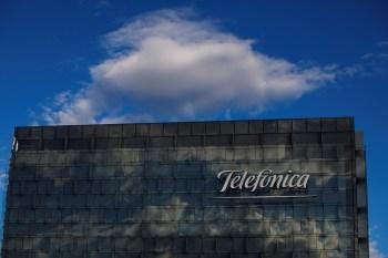 A receita da companhia de telecomunicações espanhola teve queda anual de 12% entre outubro e dezembro