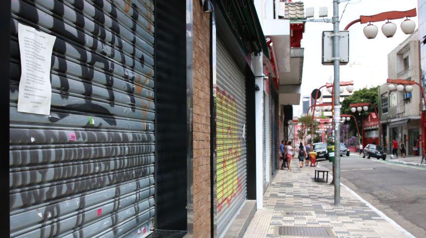 Lojas fechadas na Liberdade, região central de São Paulo