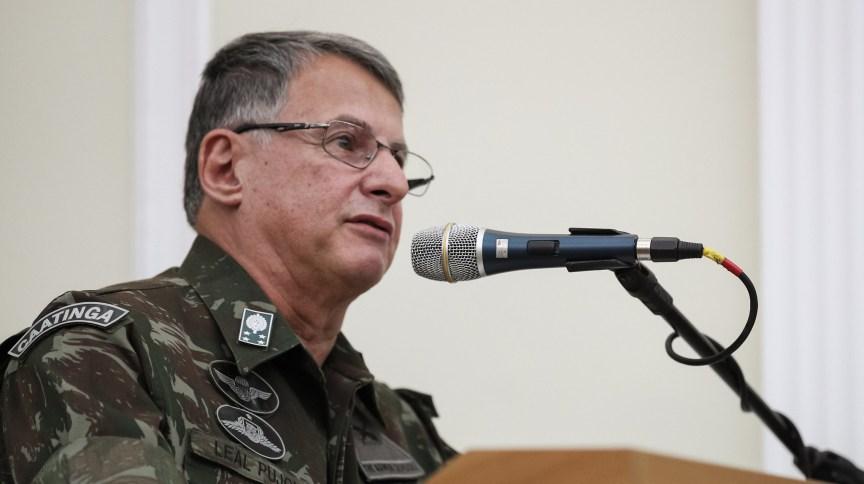 Comandante do Exército Brasileiro, General-de-Exército Edson Leal Pujol. Porto