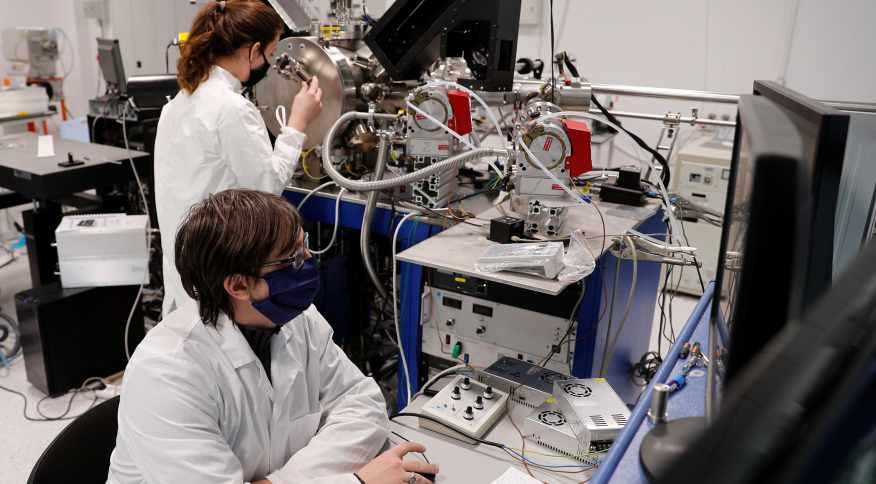 Cientistas trabalham no enfrentamento ao coronavirus.