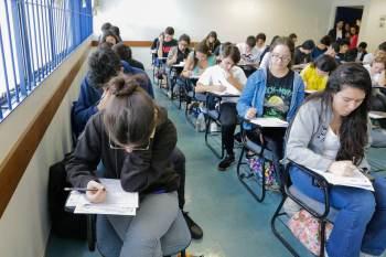 Comissões de vestibular das universidades estão se reunindo semanalmente para estudar a melhor possibilidade de adiamento das provas