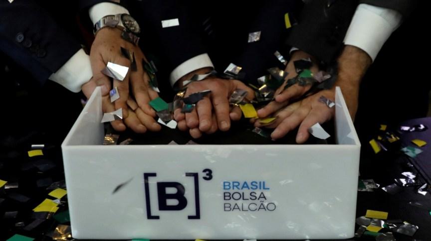 Foto de uma cerimônia de estreia de negociação de ações na B3 (22.dez2017)