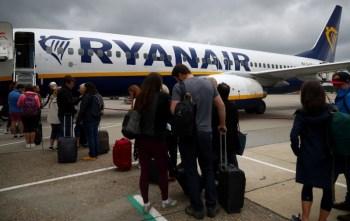 A companhia aérea irlandesa de baixo custo, a maior da Europa, prevê um prejuízo entre 850 millhões e 950 milhões de euros no exercício que termina em março