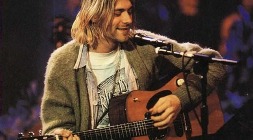 Kurt Cobain toca violão que vai a leilão no clássico Unplugged MTV de 1993