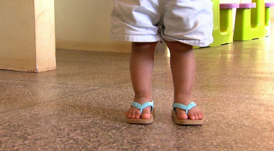 Pandemia do novo coronavírus sobrecarrega o sistema de saúde e afeta crianças de todo o mundo