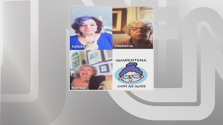Grupo de amigas idosas se conversas via videochamada durante a quarentena (13.mai.2020)