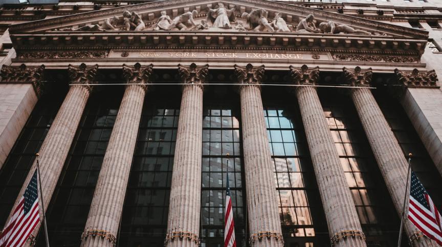 Entrada da Bolsa de Valores de Nova York (Nyse), em Wall Street.