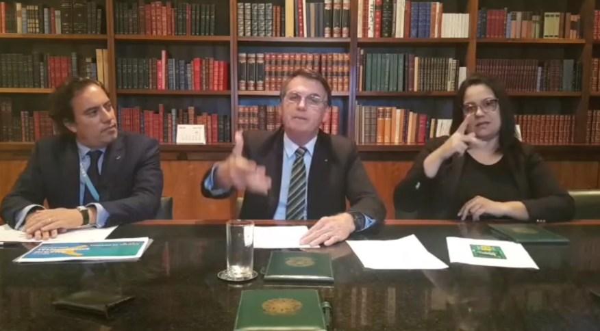 O presidente Jair Bolsonaro durante sua live semanal