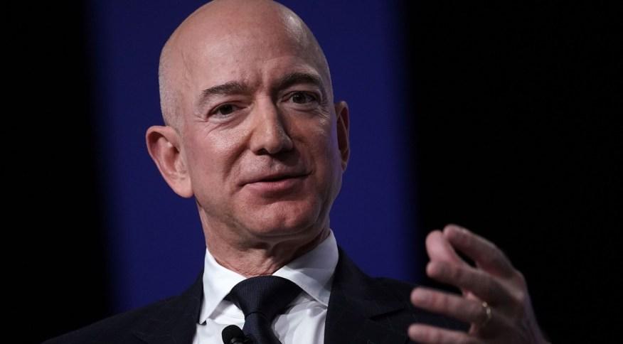 O CEO e fundador da Amazon, Jeff Bezos: ações da Amazon crescem de valor, dinheiro na carteira de Bezos sobe na mesma velocidade