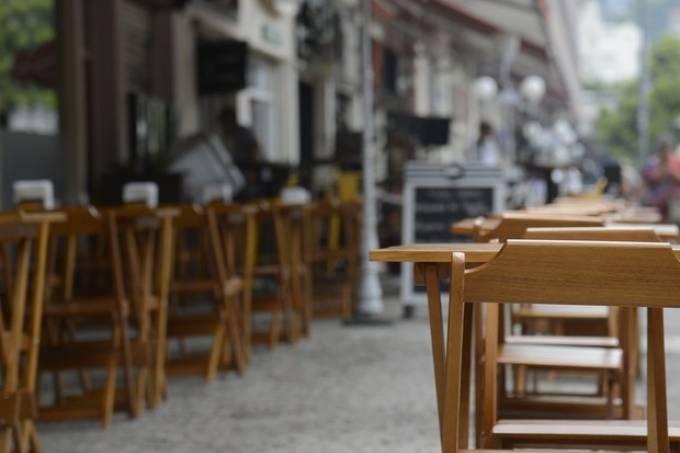 Bares vazios nas ruas do Rio de Janeiro em meio ao isolamento social para conter o novo coronavírus