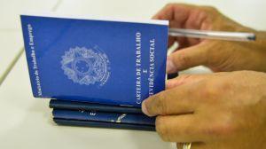 Taxa de desemprego no Brasil deve continuar em 2 dígitos até 2025, diz FMI
