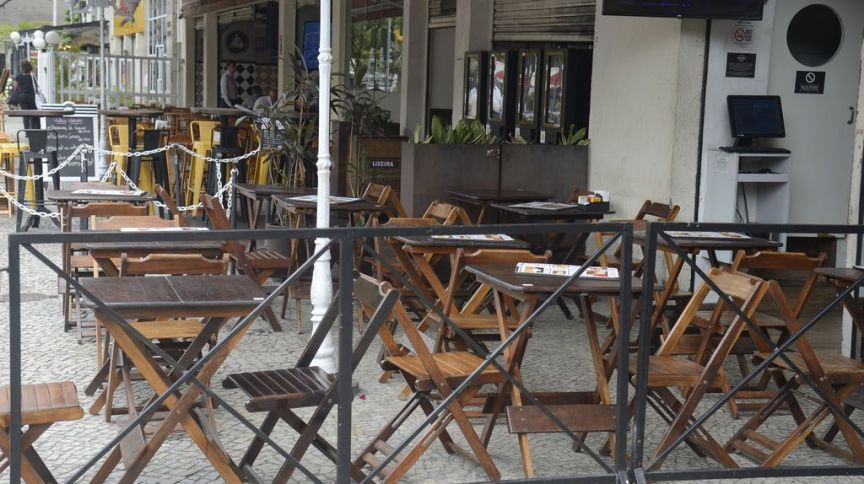 Bares e restaurantes de Botafogo ficam vazios na hora do almoço, no Rio