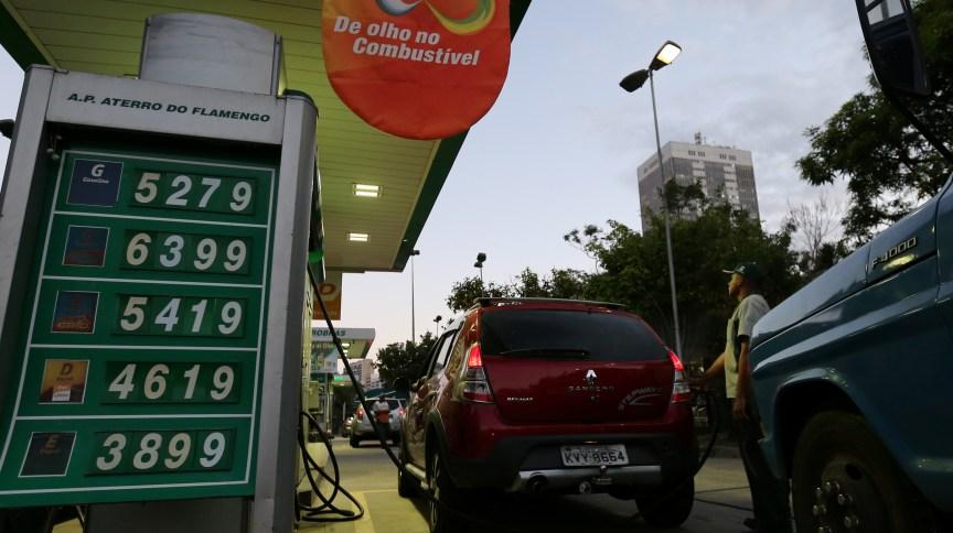 Bombas de combustíveis em um posto de gasolina (29.mai.2018)