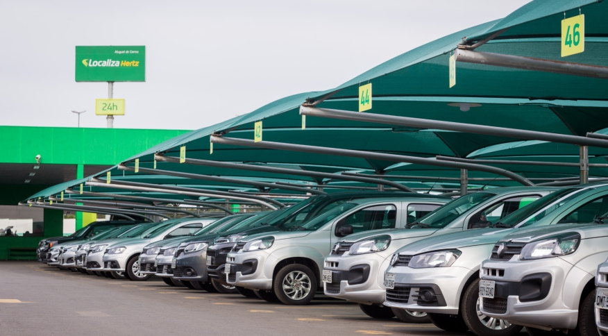 Pátio de carros a Localiza, maior empresa do ramo de frotas no país