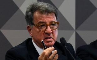 Empresário afirmou em entrevista que senador Flávio Bolsonaro foi avisado antecipadamente sobre operação que atingiria seu ex-assessor