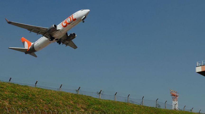 Avião da companhia Gol decola no Aeroporto de Congonhas, em São Paulo