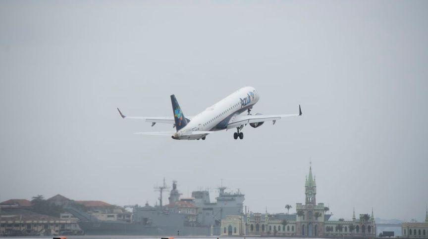 Avião da companhia Azul parte de aeroporto: empresa recebeu proposta do BNDES e dos bancos