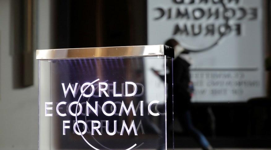Logomarca do Fórum Econômico Mundial (FME), em Genebra, na Suíça