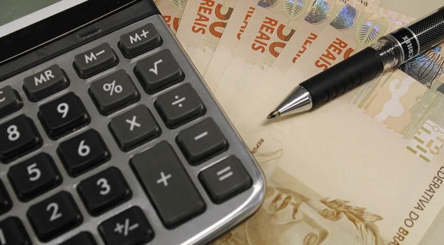 A declaração do Imposto de Renda é feita por meio de um programa da Receita Federal, que pode ser acessado tanto no computador quanto por meio de um aplicativo para celulares e dispositivos móveis
