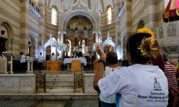 Governo federal argumenta que restrições a missas e cultos violam o direito de crença e a liberdade religiosa