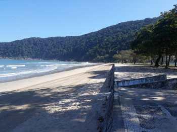 Em Santos e Guarujá, barreiras voltaram a ser montadas nos acessos às praias