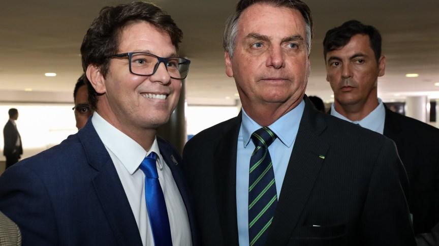 Mário Frias e o presidente Jair Bolsonaro em cerimônia de posse da Secretária Especial da Cultura do Ministério do Turismo, Regina Duarte
