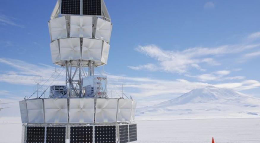 Equipamento do projeto Antena Impulsiva Transiente da Antártica (Anita), na Antártica
