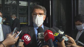 Empresário deixou a Procuradoria-Geral no Rio depois de prestar depoimento sobre as denúncias de que Flávio Bolsonaro teria recebido informações da PF