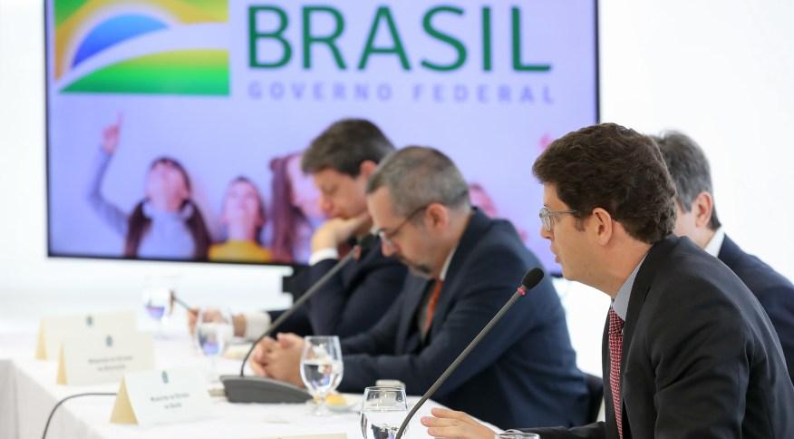 """Após divulgação do vídeo, ministro Ricardo Salles defendeu que suas falas sobre a Amazônia estavam """"dentro da lei"""