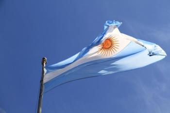 """Presidente argentino destacou papel importante do setor para economia nacional e celebrou que haja uma """"maior porcentagem de produção nacional"""" nessa indústria"""