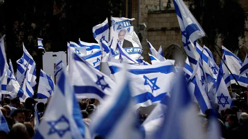 Apoiadores do presidente de Israel, Benjamin Netanyahu, durante protesto em Jerusalém (24.mai.2020)