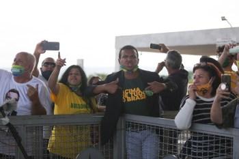 Os xingamentos contra profissionais da imprensa pela claque bolsonarista se tornaram rotina no Palácio da Alvorada, em Brasília