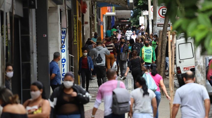 Movimento no centro de Belo Horizonte após a reabertura do comércio