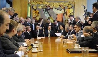 A direção do PSL impôs uma condição aos deputados: que eles assinem um termo de compromisso abrindo mão das ações que moveram contra o partido