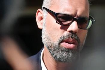 """No documento, Santos é descrito como """"o principal agente da disseminação de fake news e o que possui maior vínculo com a família Bolsonaro"""""""