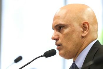 O ministro questionará se seria mais adequado manter a apuração no STF ou remetê-la à Justiça Federal, já que Salles não é mais ministro do Meio Ambiente