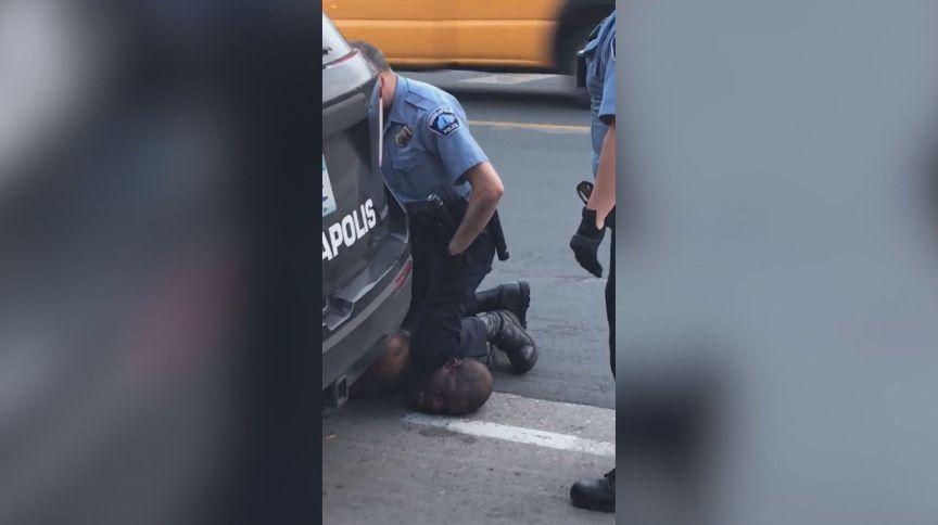 Vídeo registrou o momento da abordagem feita a George Floyd, homem negro assassinado por quatro policiais