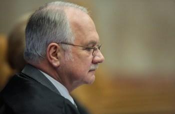 Ex-assessor de Flávio Bolsonaro também usou decisão de Fachin para pedir fim de prisão domiciliar