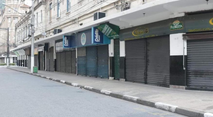 Comércio permanece fechado em Santos, SP, desde março