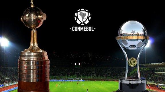 Taças da Copa Libertadores (à esq.) e da Copa Sul-Americana