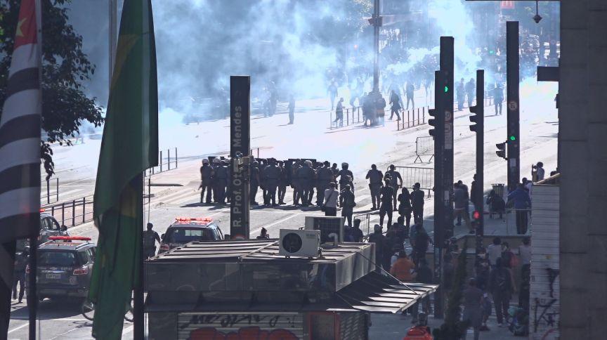 Manifestantes entram em confronto com a Polícia Militar na Av. Paulista (31.mai.2020)