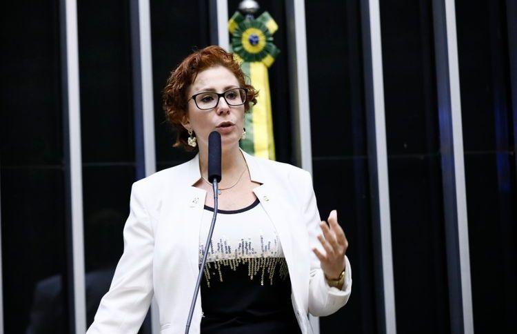 A deputada Carla Zambelli no plenário da Câmara