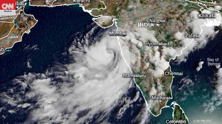 Imagem de satélite mostra o ciclone Nisarga se aproximando da costa oeste da Índia