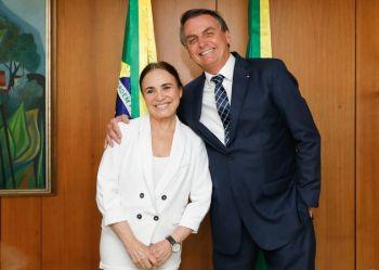 Apesar da permanência de Regina Duarte, o ator e apresentador Mário Frias tem sido cotado para substituí-la em caso de saída, segundo Daniel Adjuto