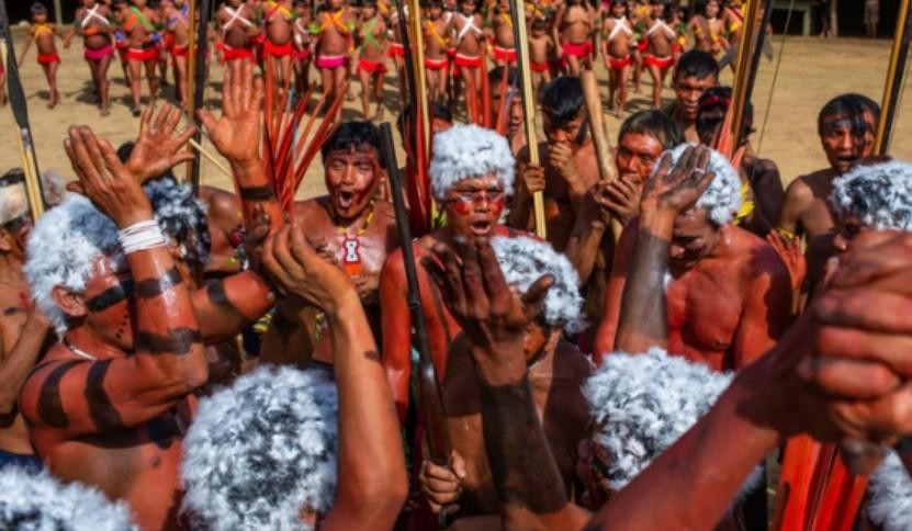 Lideranças Yanomami e Yek'wana em manifestação contra o garimpo ilegal
