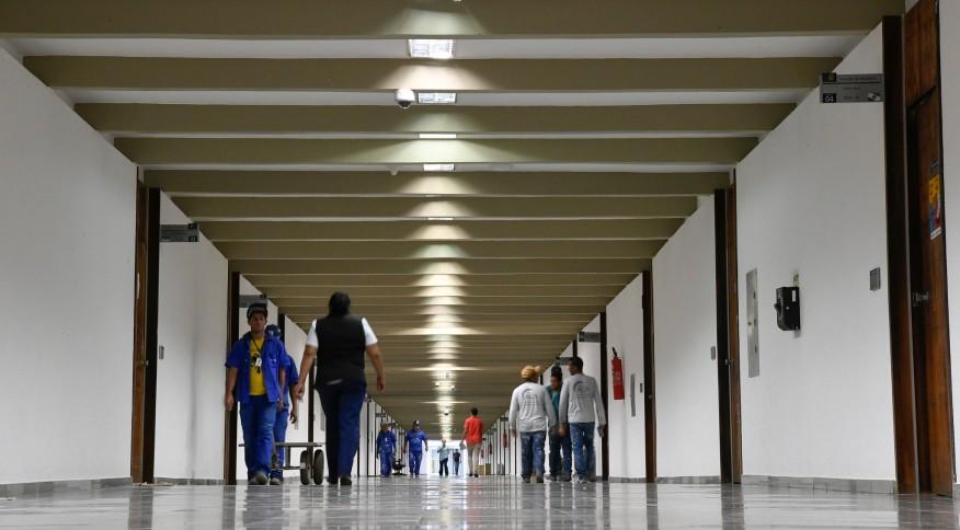 Corredor de prédio federal em Brasília: servidores do governo terão alternativa do home office