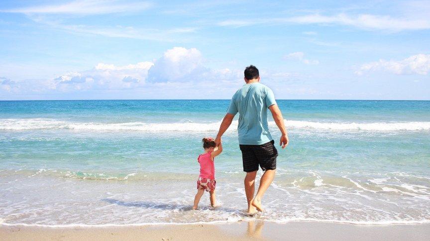 Segundo médica, por mais que redução de distanciamento seja animadora, passeios de lazer como idas à praia não devem ser retomados sem cuidados especiais
